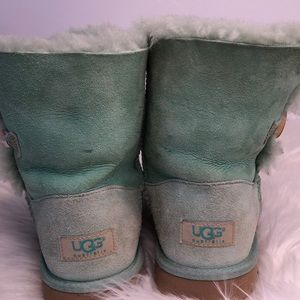 UGG green low boots size 6